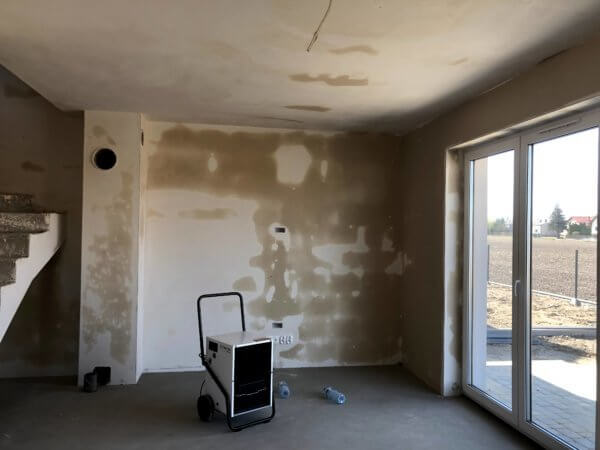 Osuszanie mokrych ścian